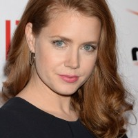 Amy Adams Latest Elegant Medium Wavy Hairstyle