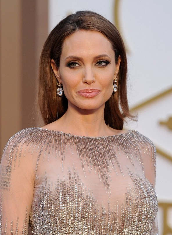 angelina jolie simple loose straight hairstyle for long