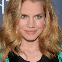Anna Chlumsky Latest Medium Ombre Wavy Hairstyle