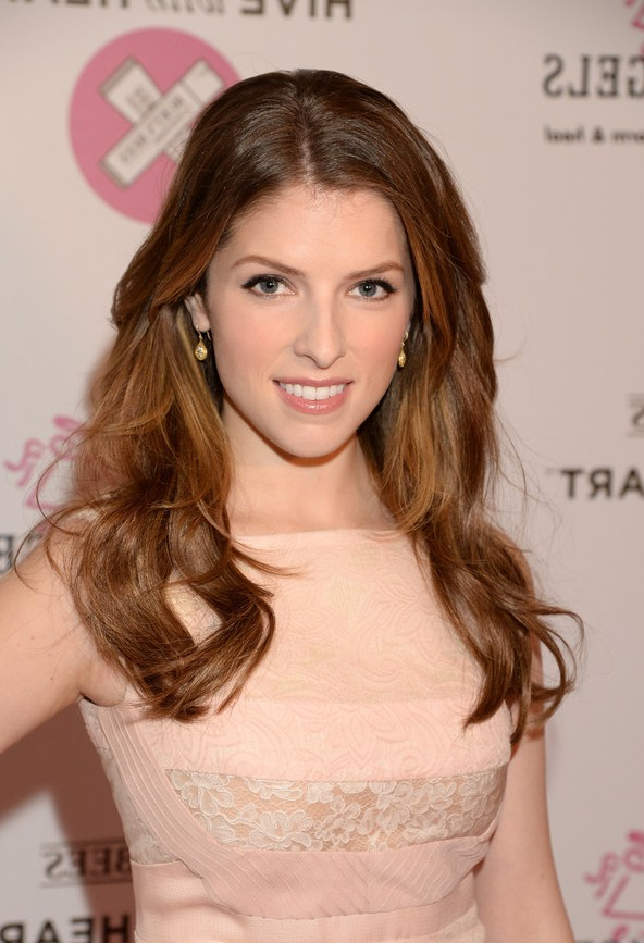 Anna Kendrick Choppy Long Hairstyles With Waves Styles Weekly