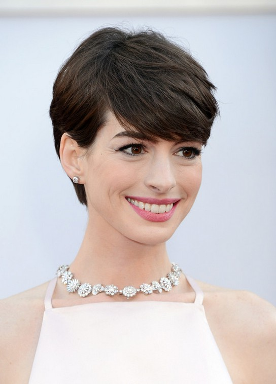 Anne Hathaway Layered Side Parted Haircut With Full Bangs For Short