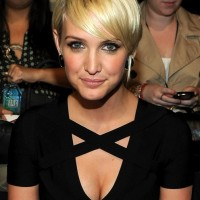 Ashlee Simpson Cute Short Straight Hairstyle for Thin Hair