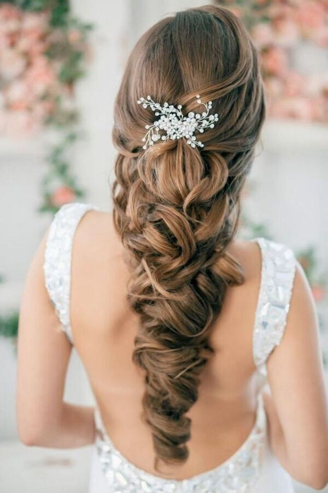 Beautiful Long Hairstyles for Brides: Chic Hairstyle for Wedding