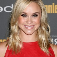 Becca Tobin Chic Blonde Mid Length Wavy Haircut
