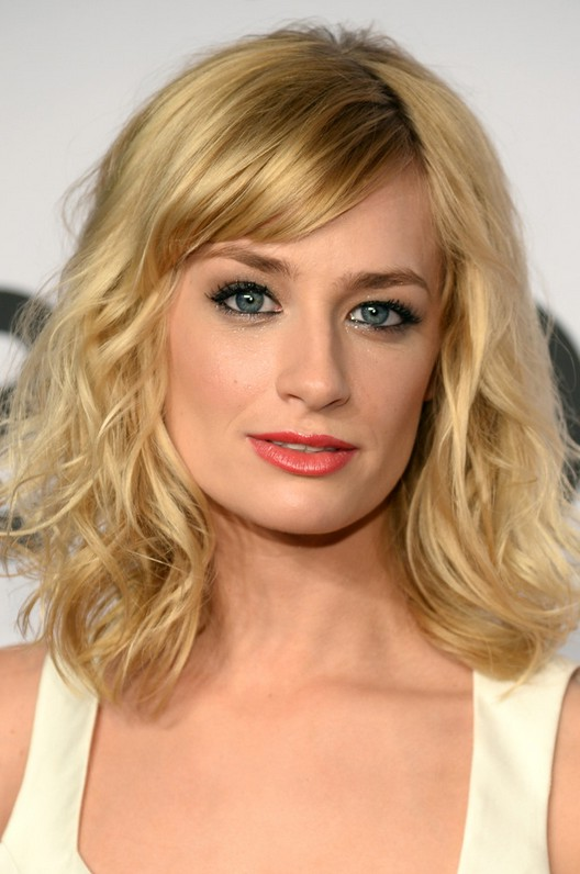 beth behrs cute medium wavy hairstyle with bangs styles