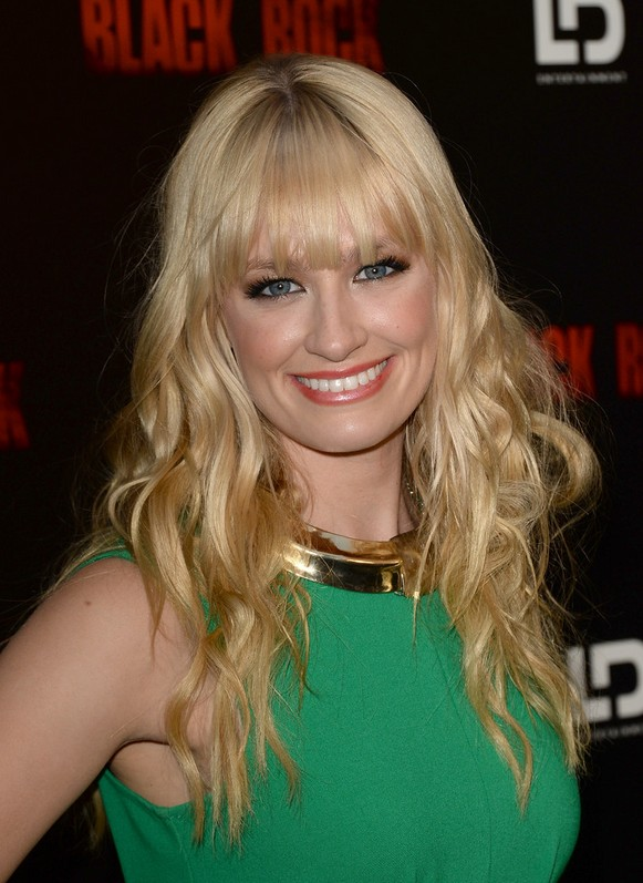 Beth Behrs Long Blonde Naturally Wavy Hairstyle With Blunt