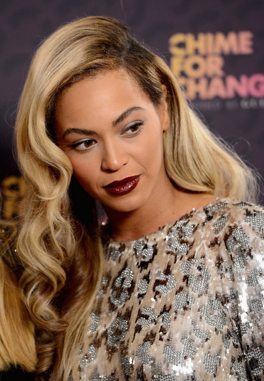 Beyonce Knowles Deep Side Parting Long Hairstyle With Waves For Fall