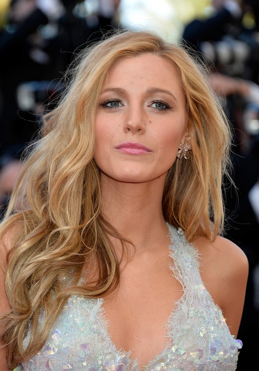 Blake Lively Layered Long Wavy Hairstyle Styles Weekly