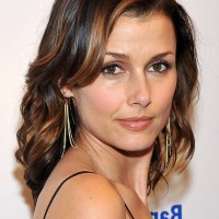Bridget Moynahan Elegant Medium Wavy Hairstyle for Prom