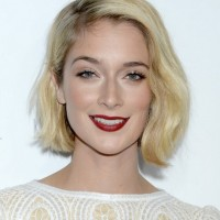 Caitlin Fitzgerald Short Blonde Wavy Hair Style for Oval Faces
