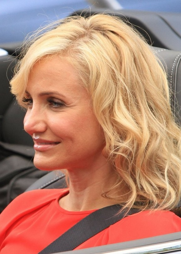 Cameron Diaz Latest Medium Blonde Wavy Hairstyle For Fall