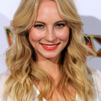 Candice Accola Cute Shoulder Length Blonde Wavy Hairstyle for Summer
