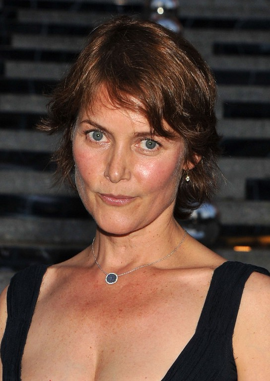 Carey Lowell Short Wavy Haircut For Women Over 50 Styles