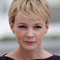 Carey Mulligan Cute Short Side Parted Haircut with Bangs for Fine Hair