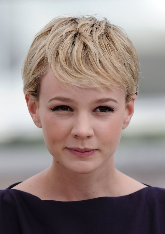Carey Mulligan Haircuts: Cute Short Side Parted Haircut with Bangs for ...
