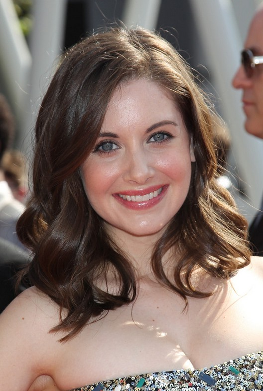 Casual Everyday Hairstyle for Medium Length Hair from Alison Brie