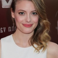 Celebrity Gillian Jacobs Latest Side Parted Medium Wavy Haircut