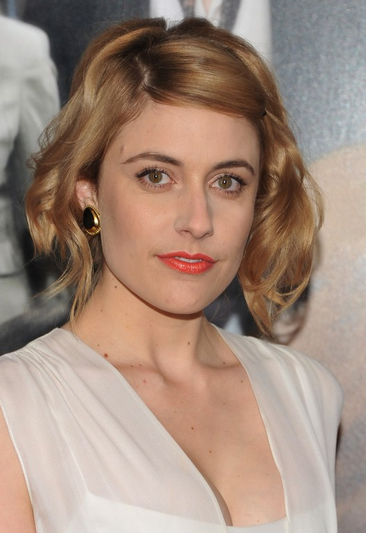Celebrity Greta Gerwig Retro Chic Wavy Hairstyle for Short Hair
