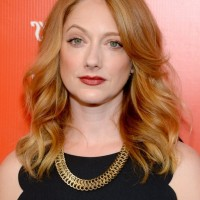 Celebrity Judy Greer Latest Shoulder Length Hairstyle