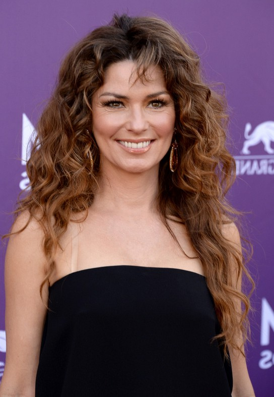 Celebrity Long Curly Hairstyle From Shania Twain Styles