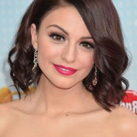 Cher Lloyd Short Brown Wavy Hairstyle for Oval Faces