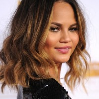 Chrissy Teigen Cute Medium Wavy Bob Haircut for Summer