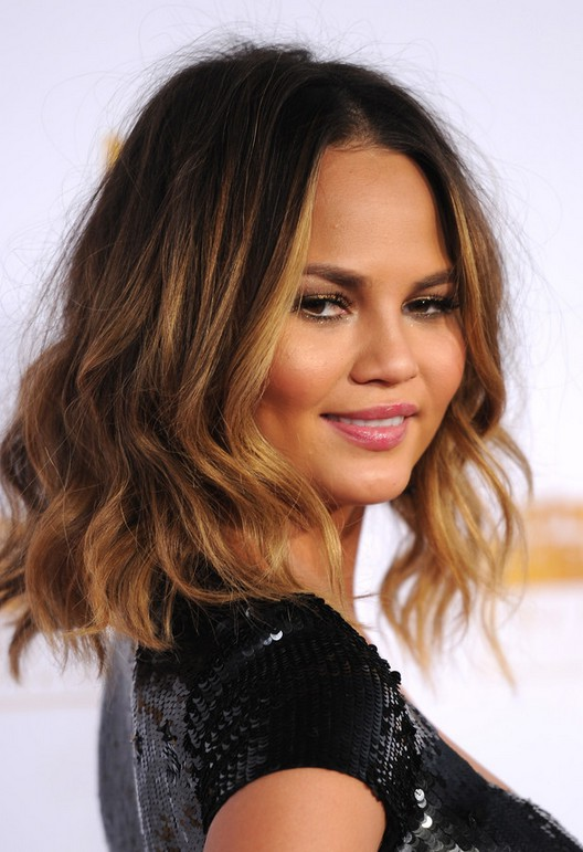 Chrissy Teigen Cute Medium Ombre Wavy Bob Haircut For