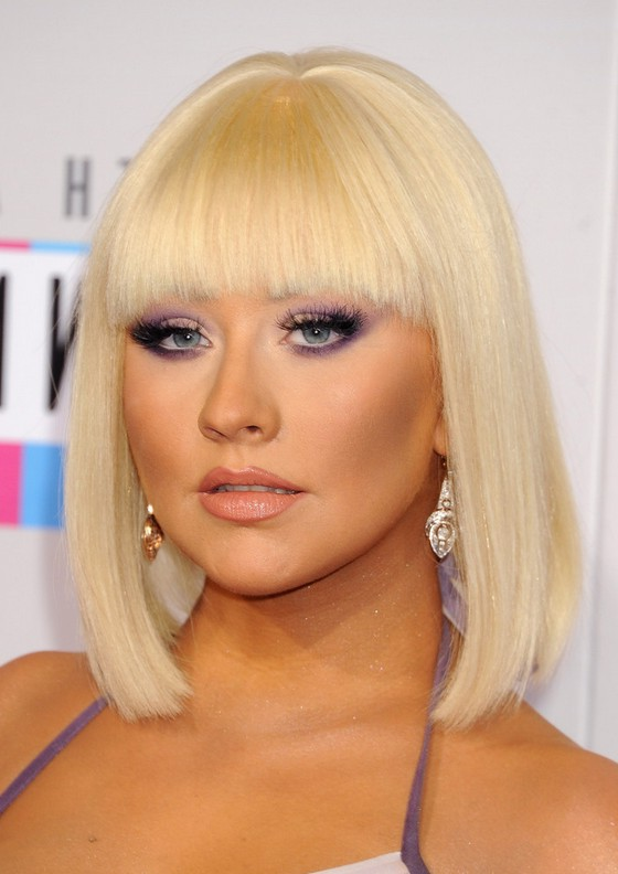 christina aguilera blonde blunt bob haircut with blunt bangs