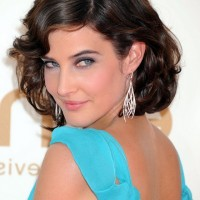 Cobie Smulders Short Retro Wavy Hairstyle for Heart Faces