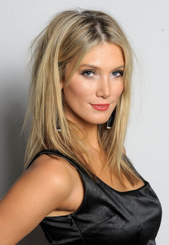 Delta Goodrem Sexy Long Straight Hairstyle for Women | Styles Weekly