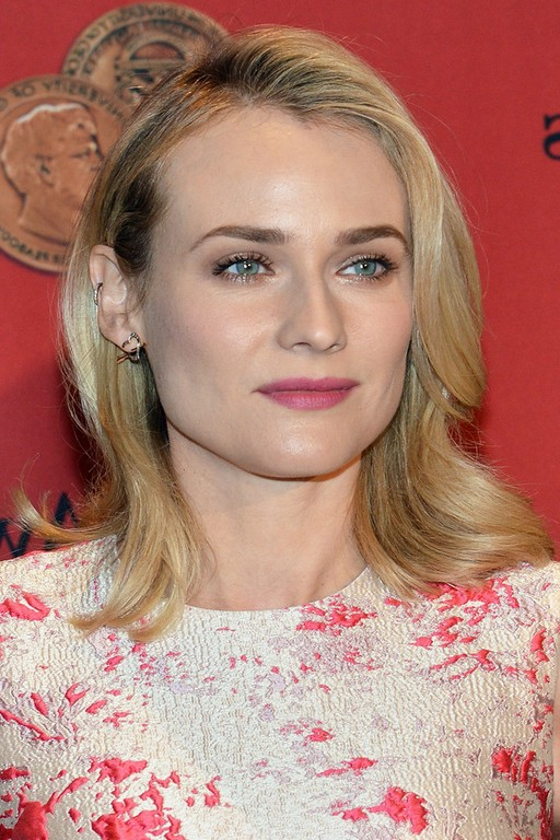 Diane Kruger Medium Wavy Haircut For Round Faces Styles