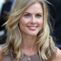 Donna Air Lovely Mid Length Wavy Haircut