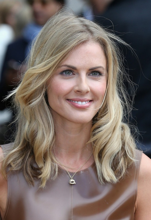 Donna Air Lovely Mid Length Wavy Haircut Styles Weekly