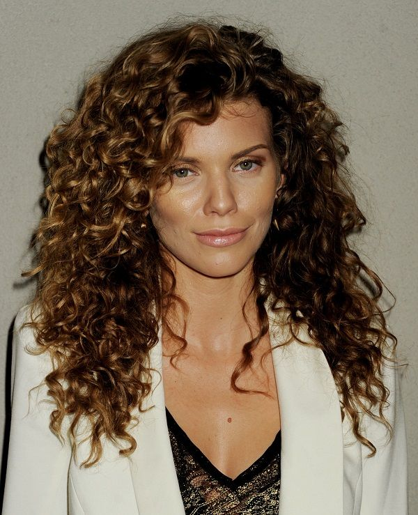 Medium Hairstyles For Curly Hair Girls 34