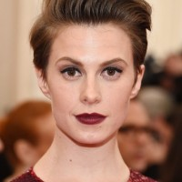 Elettra Wiedemann Short Side Part Punk Chic Hairstyle