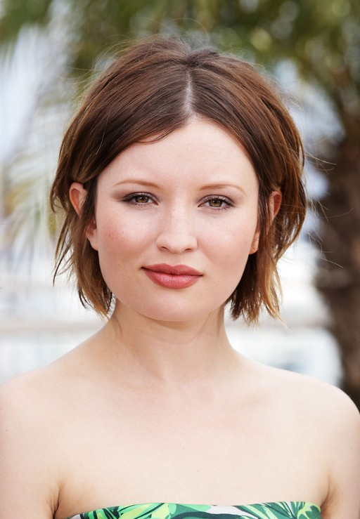 Emily Browning Latest Center Parting Short Straight Cut for Summer