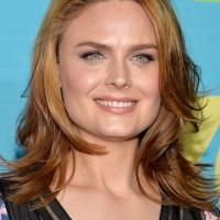 Emily Deschanel Latest Shoulder Length Hairstyle with Waves for Square Faces