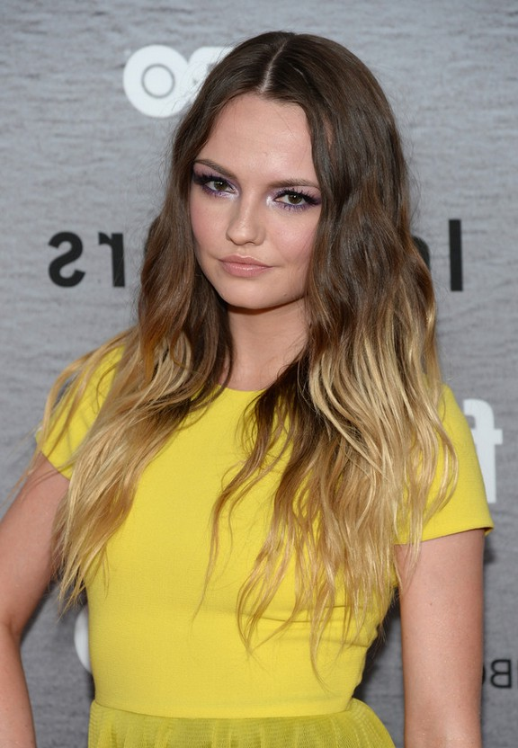 Emily Meade Brown to Blonde Ombre Hairstyle with Beachy Waves ...