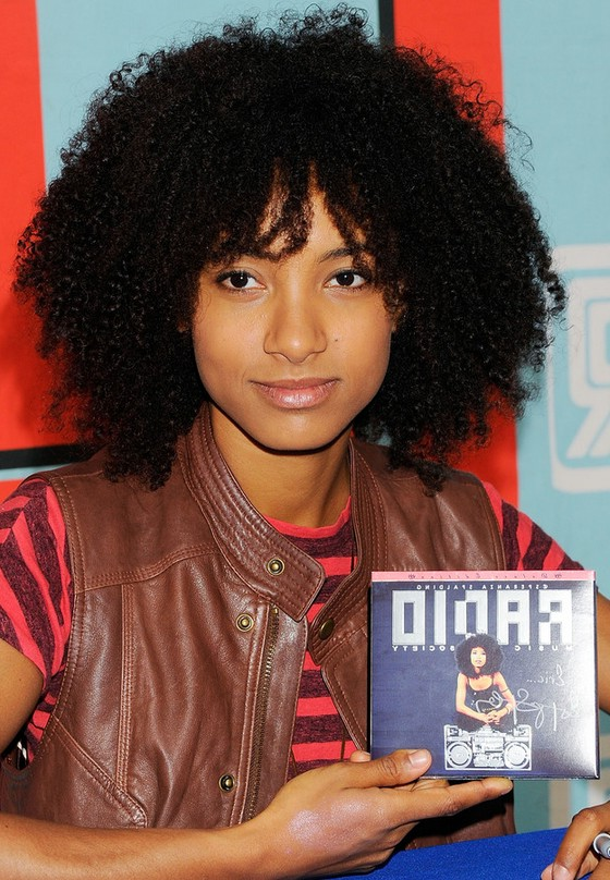 Esperanza Spalding Naturally Curly Hairstyle For Medium Length Hair