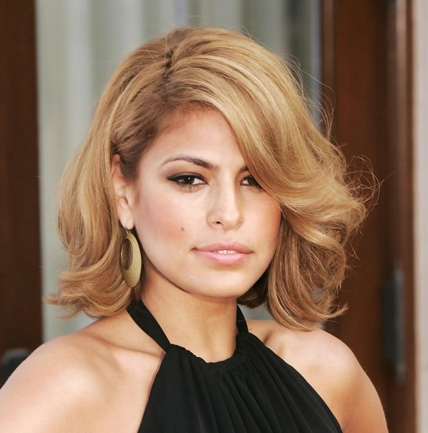 Eva Mendes Blonde Wave Pageboy Haircut With Side Swept