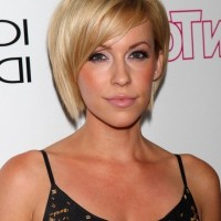 Farah Fath Chic Short Side Parted Haircut for Oval Faces