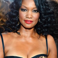 Garcelle Beauvais Sexy Medium Curly Hairstyle for Black Women
