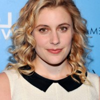Greta Gerwig Shoulder Length Curly Hairstyle for Fall