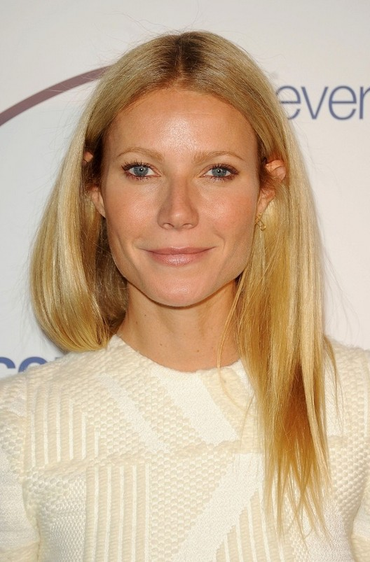 Gwyneth Paltrow Latest Long Blonde Hairstyle For Spring