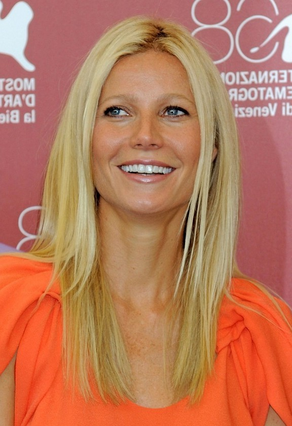 Gwyneth Paltrow Simple Easy Long Blonde Straight Hairstyle for ...