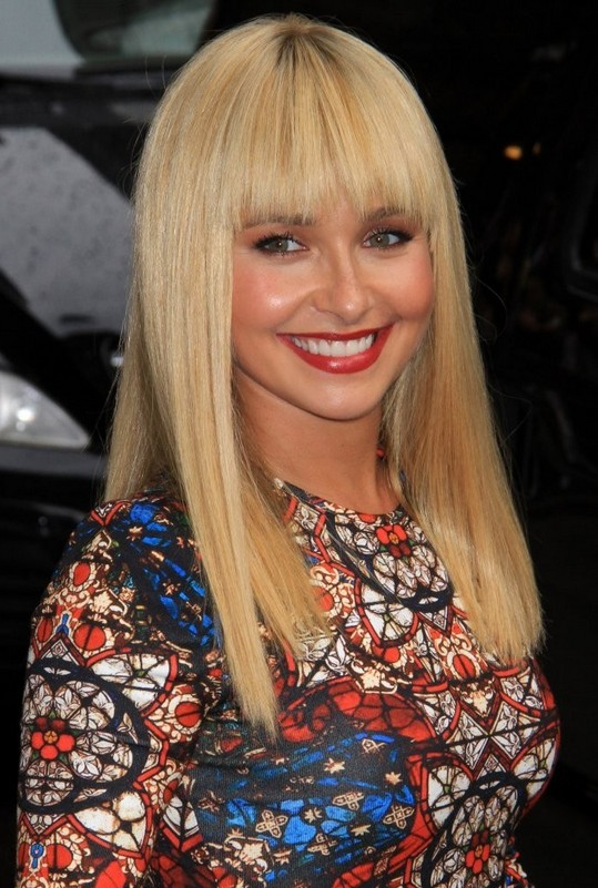 Hayden Panettiere Latest Super Cute Blonde Straight Haircut With