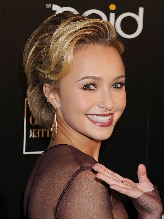 Hayden Panettiere Short Haircut with Soft Waves