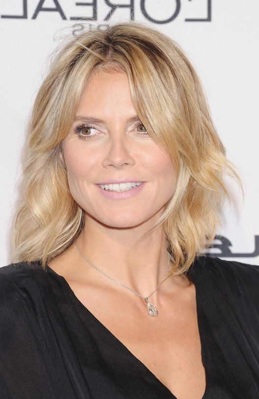Heidi Klum Latest Medium Blonde Wavy Hairstyle Styles Weekly