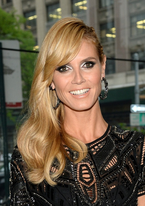 Heidi Klum Long Blonde Side Swept Hairstyle With Bangs