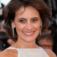Ines de la Fressange Short Wavy Hairstyle for Women Over 50